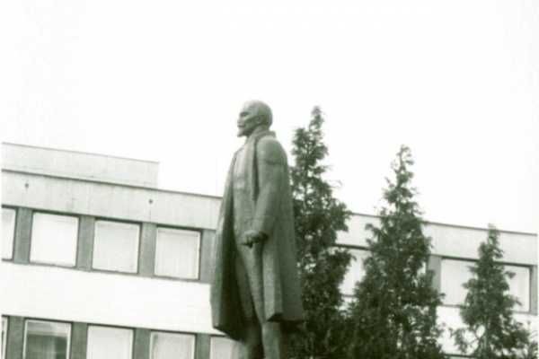 2013. OKTÓBER HÓNAP MŰTÁRGYA - LENIN SZOBOR