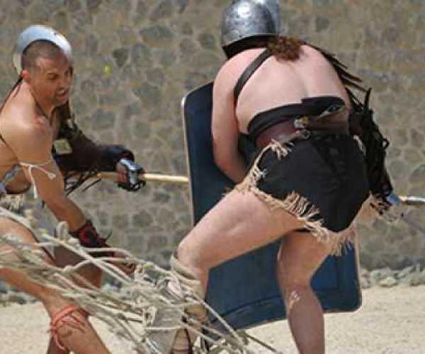 """""""A halálba menők köszöntenek!"""" A Familia Gladiatoria fellépése Intercisában"""